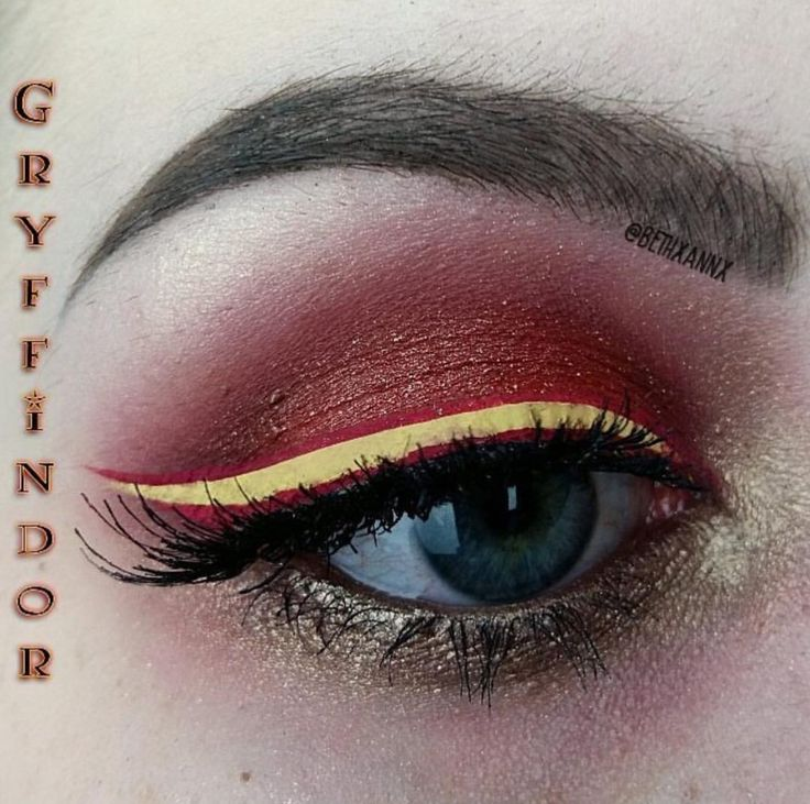 This Harry Potter inspired look comes from @bethxannx and features Stargazer Red Eyeshadow. #harrypotter