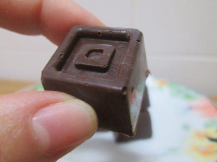Temperagem de Chocolate e Bombons Simples de Chocolate Preto - http://www.mytaste.pt/r/temperagem-de-chocolate-e-bombons-simples-de-chocolate-preto-31353558.html