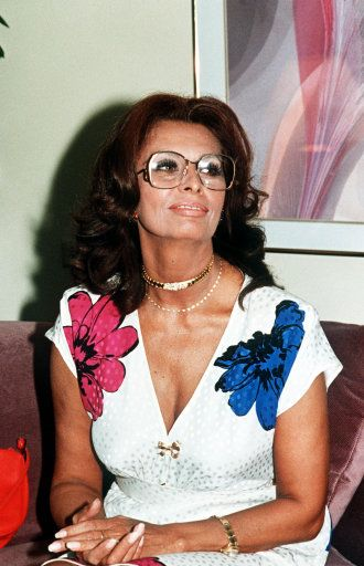 Separately Her Features Are Ugly Together They Are Glorious Sophia Loren Sexbeauty And Femininity Sophia Loren Sexpiekno I Kobiecosc Pinterest