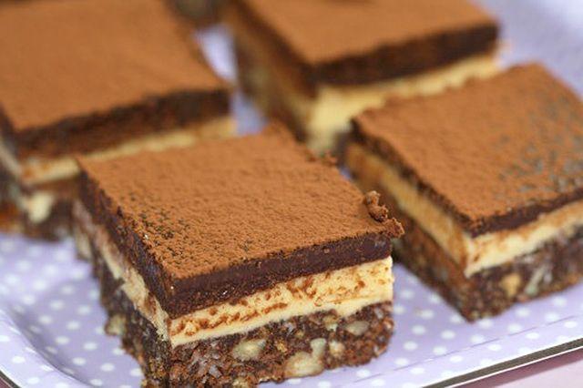 Vaníliakrémes csokoládés szelet, amit még sütnöd sem kell! - www.kiskegyed.hu