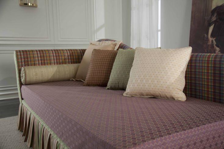 Divano letto Roma con secondo letto estraibile. I materassi sono a scelta tra: molle, molle insacchettate, lattice, memory foam