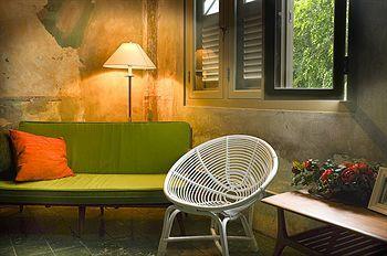 Kam-Leng-Hotel, 383 Jalan Besar.  #Singapore