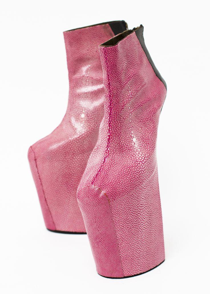 Heel-less Shoes, Graduation Works, 2010