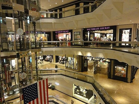 Chicago Water Tower Place Mall - Bing Images | City Scenes ...