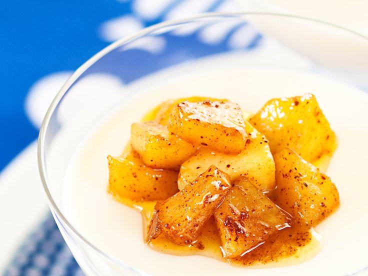 Piimä-kanelivanukas ja karamellisoidut omenat