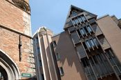 Martin's Brugge  Description: Ideaal gelegen tegenover het Belfort een unieke locatie in het hartje van het historische centrum van Brugge biedt Martin's Brugge prachtige kamers. In de schitterende tuin kunt u even echt genieten van rust en stilte. Uw auto laat u ondertussen zonder problemen achter op de eigen parkeerplaats. Indien u vooraf ontbijt reserveert betaalt u ?12 i.p.v ?17.U kunt dit aangeven op het boekingsformulier.  Price: 99.00  Meer informatie  #hotels