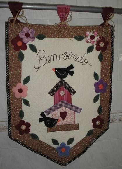 Um lindo enfeite para decorar sua porta ou para ser presenteado. Confeccionado em tecido 100% algodão,manta e aplicações. R$70,00