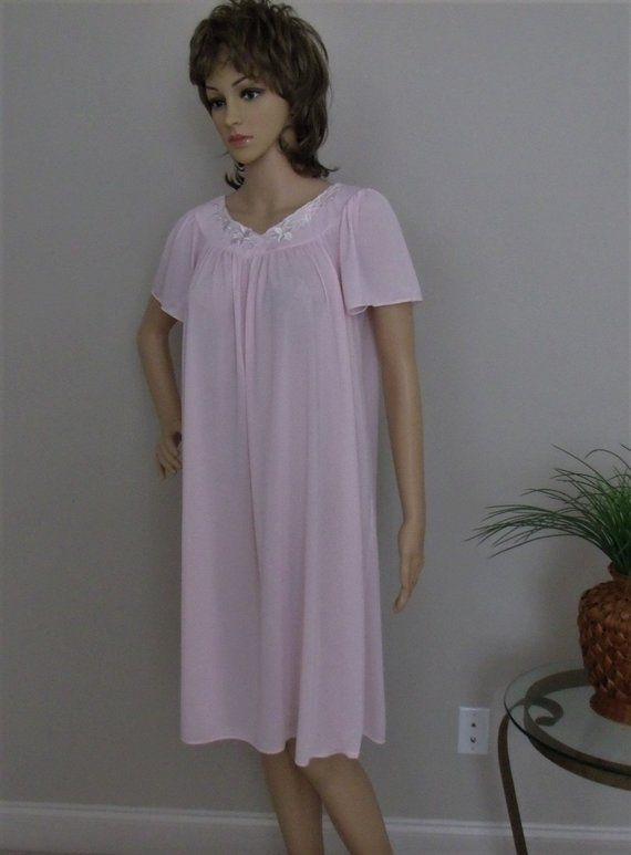 070739be2c5c Miss Elaine Classics Pink Nightgown Size S M Short Sleeve Knee Length So  Pretty