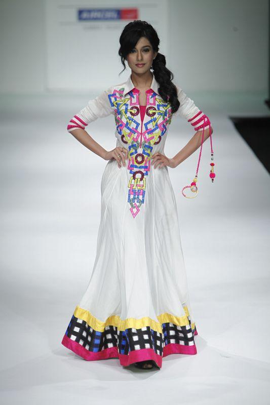 archana khokar, Abaya, bisht, kaftan, caftan, jalabiya, Muslim Dress, glamourous middle eastern attire