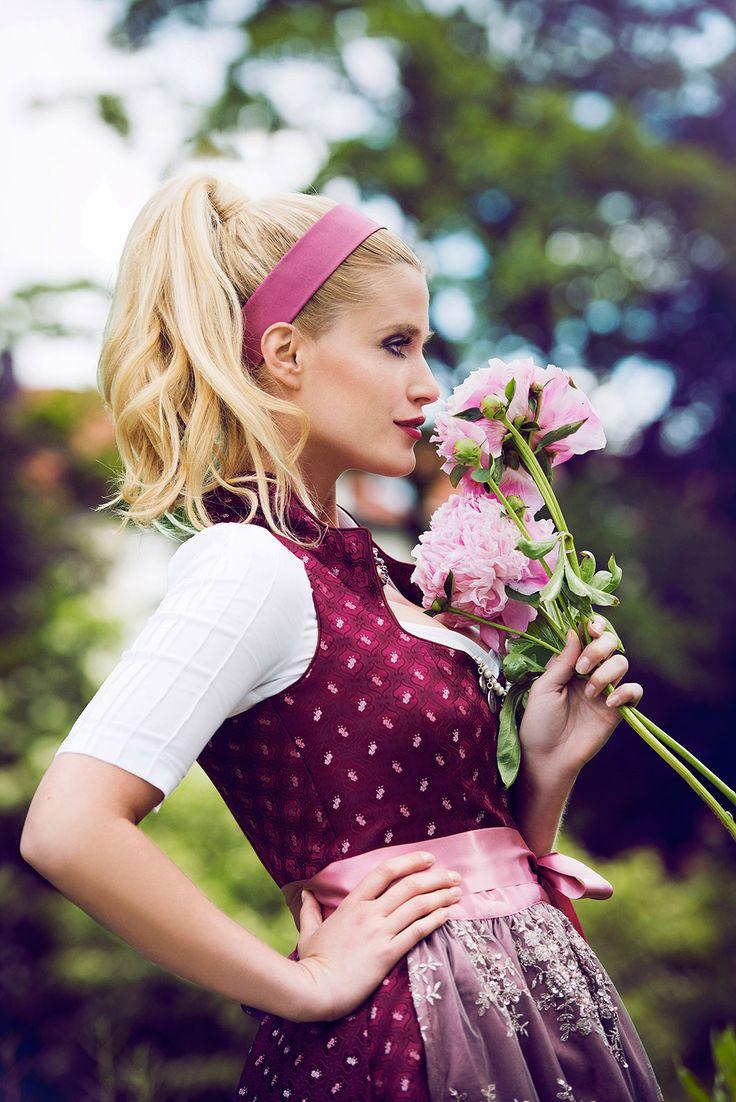 AlpenHerz Herbst Winter Kollektion. Traditionell, exklusiv und einzigartig! #dirndl #hochzeit #tradition #schürze #schleife #dirndlschleife #oktoberfest #frisur #wiesn #münchen #fashion #tradition #style #blau #rosa #trachten #tracht #bluse #dirndlbluse #trachtenbluse #liebe #hochzeit #inspiration #schmuck #spitze