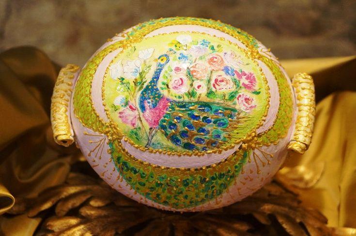 """""""Effetto zuppiera"""" - Uovo di struzzo realizzato con colori a tempera e porcellana a freddo"""