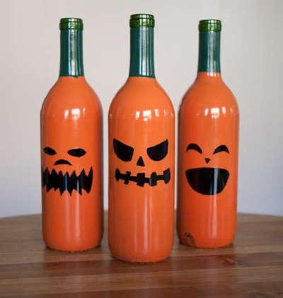 Wine bottle jack-o-lanterns.: Halloween Decorations, Wine Bottle Crafts, Pumpkin, Winebottles, Cute Ideas, Halloween Crafts, Jack O' Lanterns, Wine Bottles, Halloween Ideas