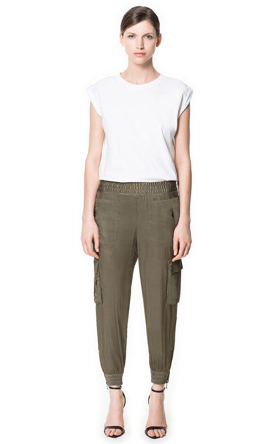 Los bolsillos laterales, la tela y la pretina... diferentes, es una idea general... podria ser más larguito, tambien.  Imagen 1 de PANTALÓN SATEN BOLSILLO de Zara
