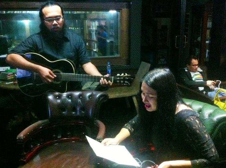 Titi DJ berlatih untuk KFC Adu Bintang