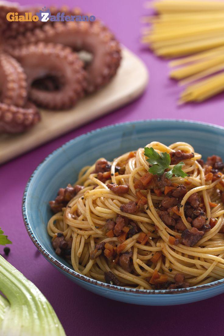 Spaghetti alla chitarra con ragù di pesce: un gustoso primo piatto al profumo di mare, dal sapore morbido e delicato.   [Spaghetti alla chitarra with octopus ragout]