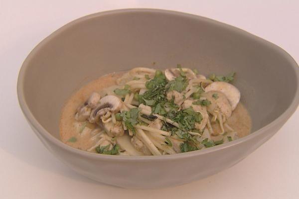 Thaise soep met quorn en soba noedels
