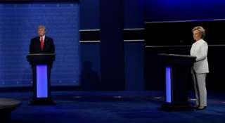Image copyright                  AFP                  Image caption                                      El tercer debate entre Trump y Clinton es en Las Vegas.                                Como ocurrió en el segundo debate, los candidatos Hillary Clinton y Donald Trump comenzaron su tercer cara a cara sin siquiera saludarse ni estrecharse la mano al inicio d
