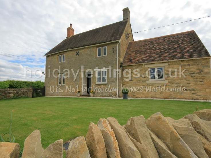 Sheperds cottage nr stow on the wold. 2 bedroom home in Bledington to rent from £523 pw. With log fire, TV and DVD.