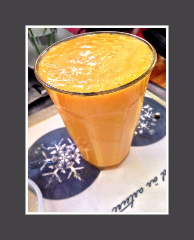Lördagens start på dagen blev en smoothie med apelsin, citron, gurkmeja och mango. Recept: 2dl mango 2st apelsiner Pressad saft av 1/2 citron 2cm gurkmeja- eller ingefära 1-2 dl vatten, kallt te el...