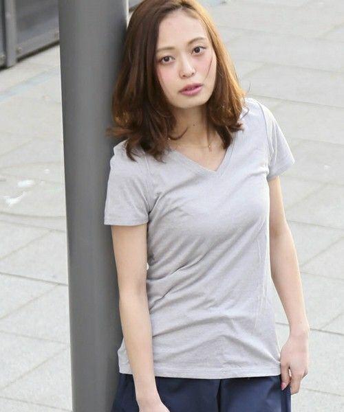【ZOZOTOWN】GIORDANO(ジョルダーノ)のTシャツ/カットソー「[GIORDANO]ベーシックカラースリムVネックTシャ」(G16SS-05326212)をセール価格で購入できます。