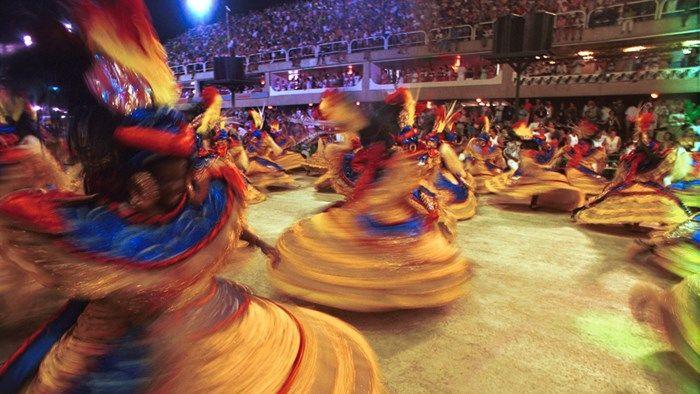 A burst of colurs and sparkle during the sambaparade in Sambadrome in Rio de Janeiro #carnival #kilroy #culture #dancers