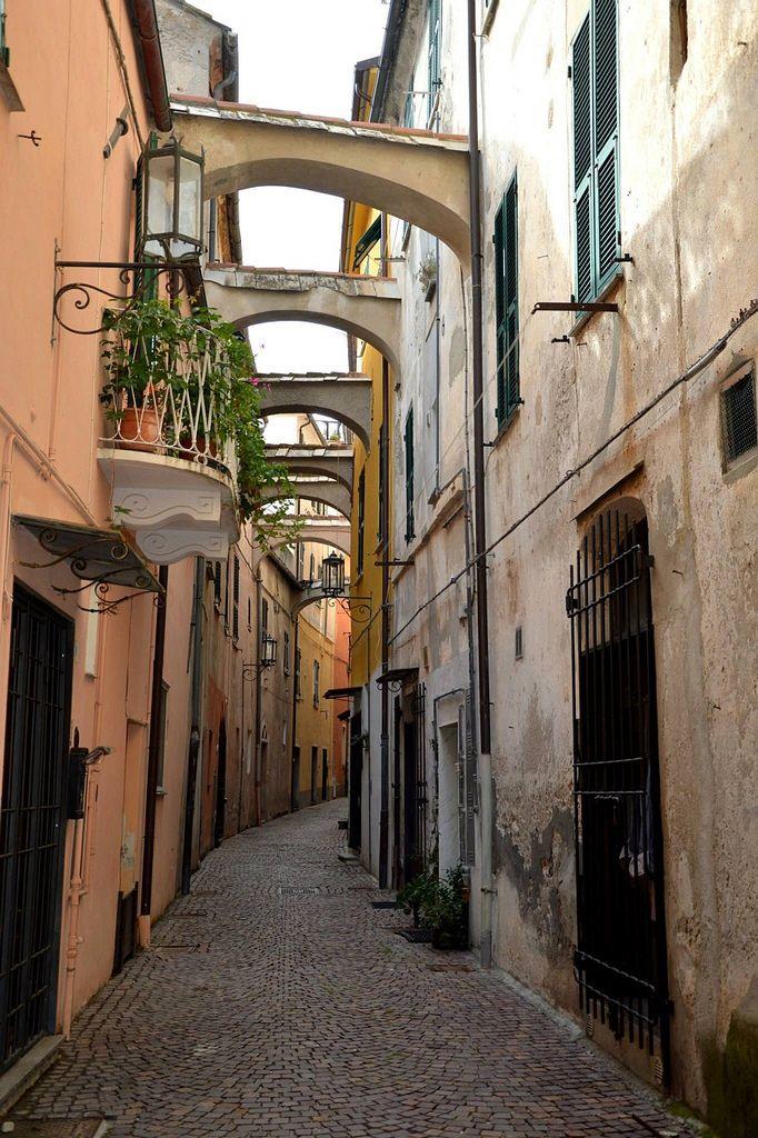 https://flic.kr/p/wDxc7r   Vicoli a Noli   Vicoli a Noli in Provincia di Savona, Un incantevole Repubblica Marinara, Uno dei Borghi più Belli D'italia.  Ph Mara Vezzola