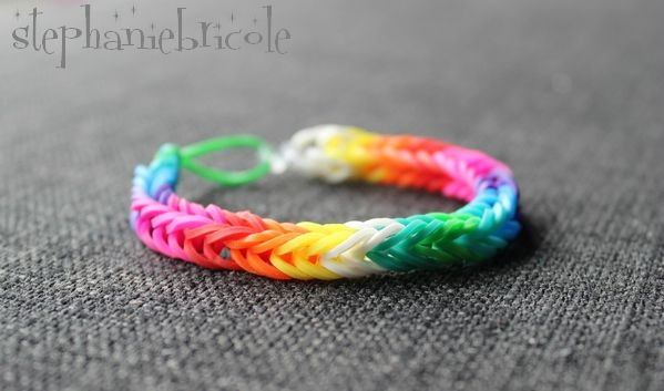 tuto diy comment faire des bracelets avec des lastiques rainbow loom pinterest. Black Bedroom Furniture Sets. Home Design Ideas