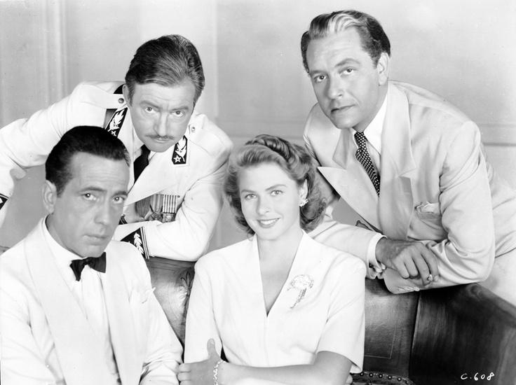 Humphrey Bogart, Paul Henreid, Ingrid Bergman y Claude Reins en un posado promocional durante el rodaje de Casablanca.