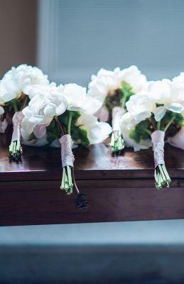 Bridesmaids bouquets - Ph. The Fashion Wedding