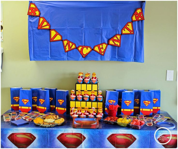 Superman party decor & gift bag