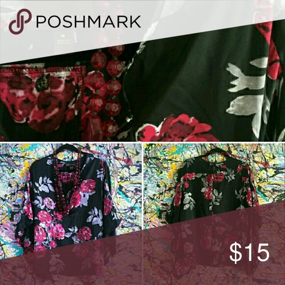 Dana Buchman Silky Floral Top Excellent condition. Flowy relaxed silhouette with batwing style sleeves. Dana Buchman Tops Blouses