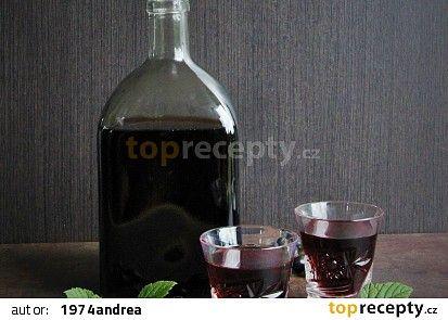 Likér z černého rybízu, višní a josty recept - TopRecepty.cz