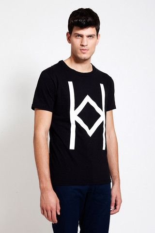 This unisex T-SHIRT can be worn in all occasions! Check out at www.ozonboutique.com