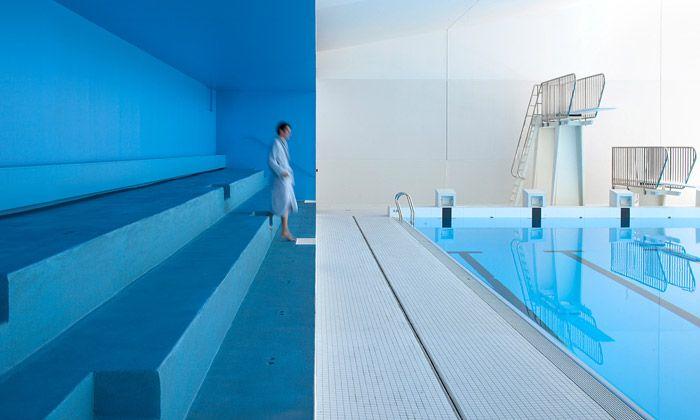 Bazén v Paříži dostal moderní interiér i letní terasu