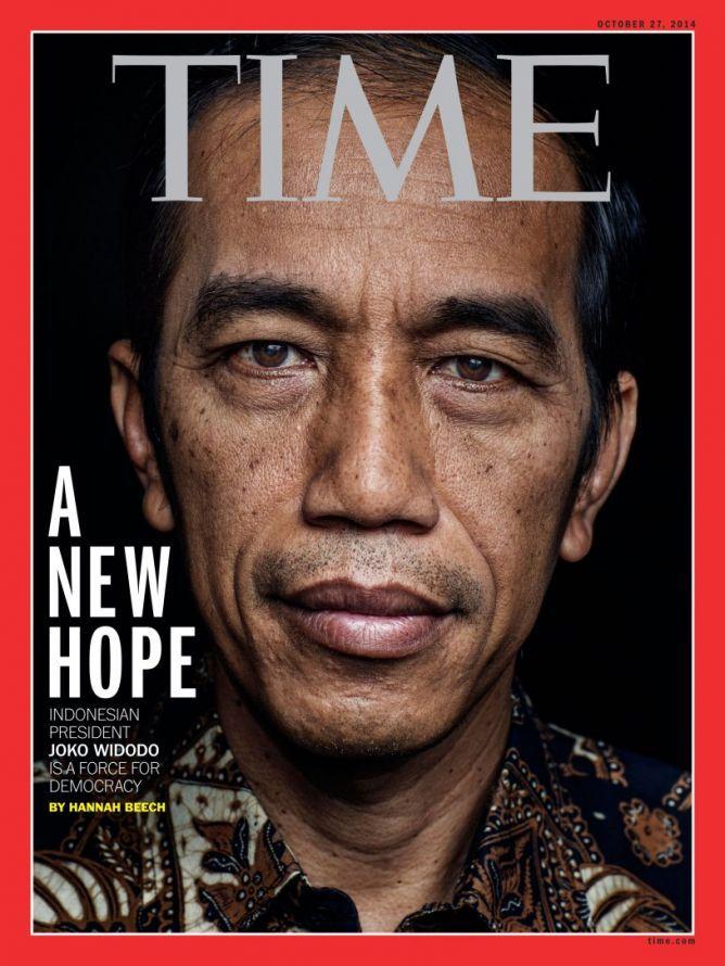"Wajah Jokowi di Majalah ""Time"" Bikin Heboh Medsos.   Majalah Time dengan cover Jokowi akan beredar pada 27 Oktober 2014, atau seminggu setelah pelantikan Jokowi sebagai presiden ke-7 Indonesia pada Senin, 20 Oktober 2014."