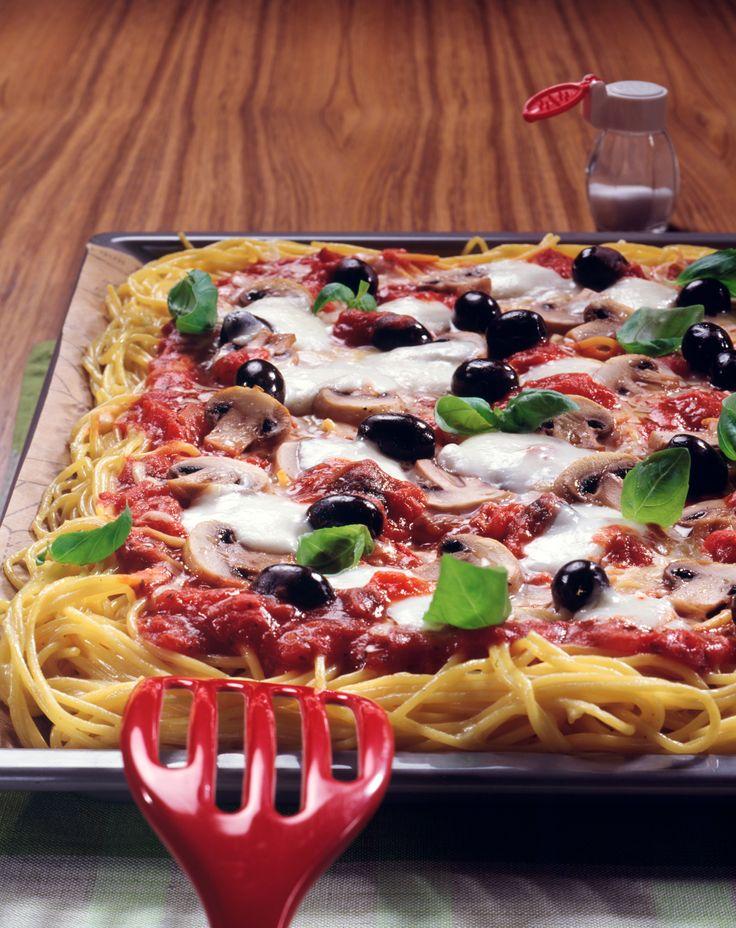 Spaghetti-Pizza | Kalorien: 634 Kcal - Zeit: 1 Std. | http://eatsmarter.de/rezepte/spaghetti-pizza-0