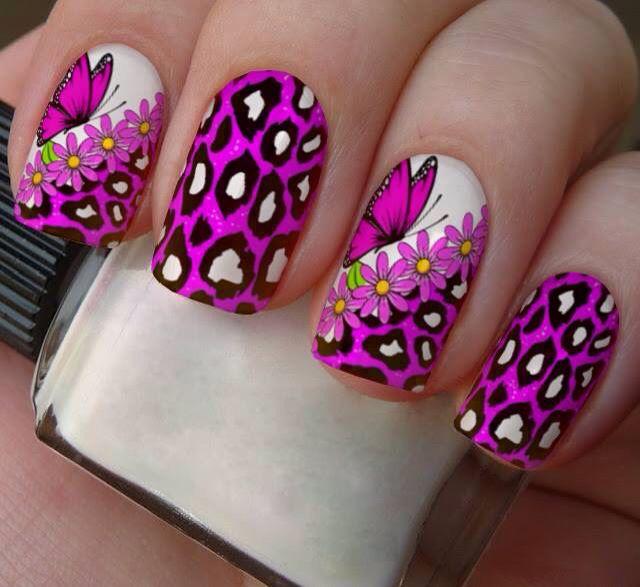 Una nueva forma de decorar fácilmente las uñas, que se puede usar tanto en la de los pies, como en la de las manos, contiene 12 adhesivos