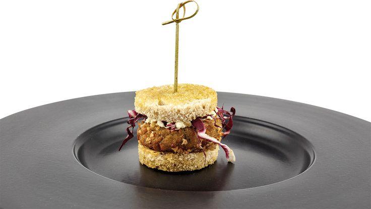 """Burger vegetale con ceci e mugnuli selvatici"" di Emanuela Tommolini, chef specializzata in cucina naturale e vegetariana  #food #vegan #lamadia"