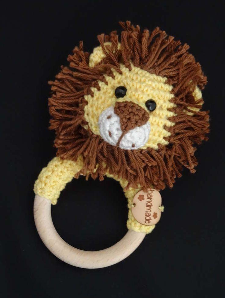 Kijk wat ik gevonden heb op Freubelweb.nl: een gratis patroon van Dani's Creaties om deze rammelaar leeuw Lars te maken https://www.freubelweb.nl/freubel-zelf/gratis-haakpatroon-rammelaar-leeuw/