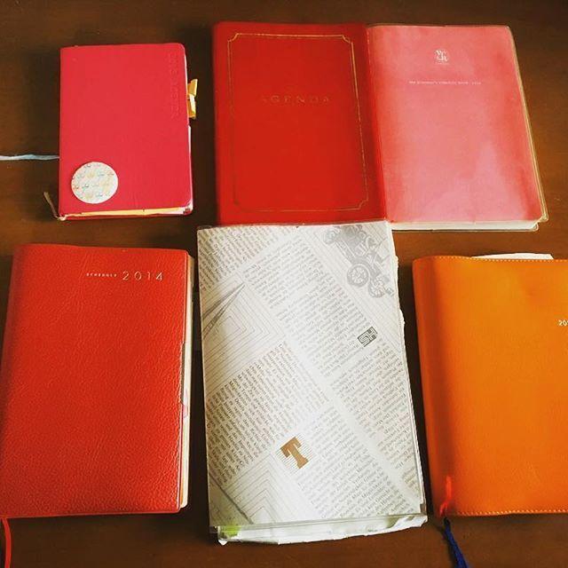 来年の手帳何にしようか悩み中🌸picはこれまで使って来た手帳達です。大学入る前まではキャラ物の手帳使ってましたが、大学以降はシンプルなのが好きになりました(^ ^)そしてこだわりとしては、カバーが赤やピンク、オレンジなど明るい色をチョイスしています。 * * この中でも使いやすかった手帳は#能率手帳 #無印手帳 #高橋手帳 でした (o'∀'o)v ** ん〜〜悩みます #labclip  #夢を叶える手帳 #高橋手帳 #無印手帳 A5サイズ #能率手帳 (NOLTY)