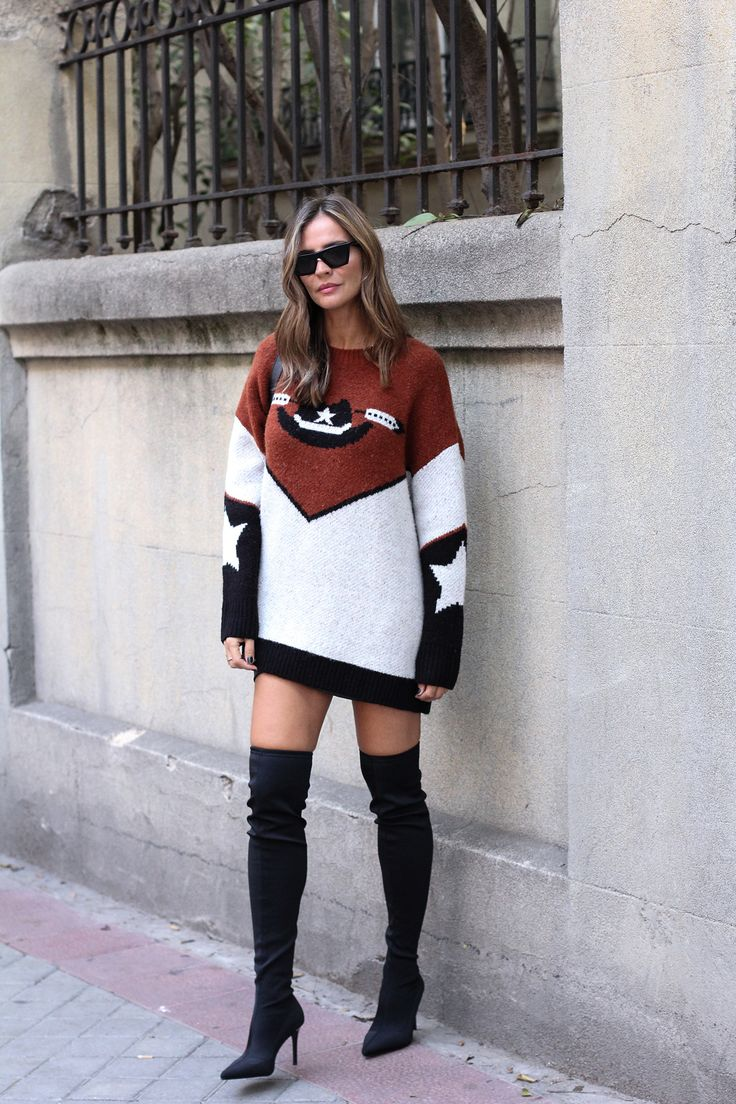Oversize looks - Lady Addict. Graphic sweater-dress+black over the knee boots+black shoulder bag+black sunglasses. Fall Casual Outfit 2017