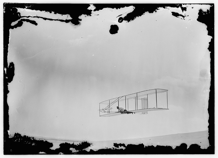 Wright Brothers - A glide with the double-rudder machine (1902)