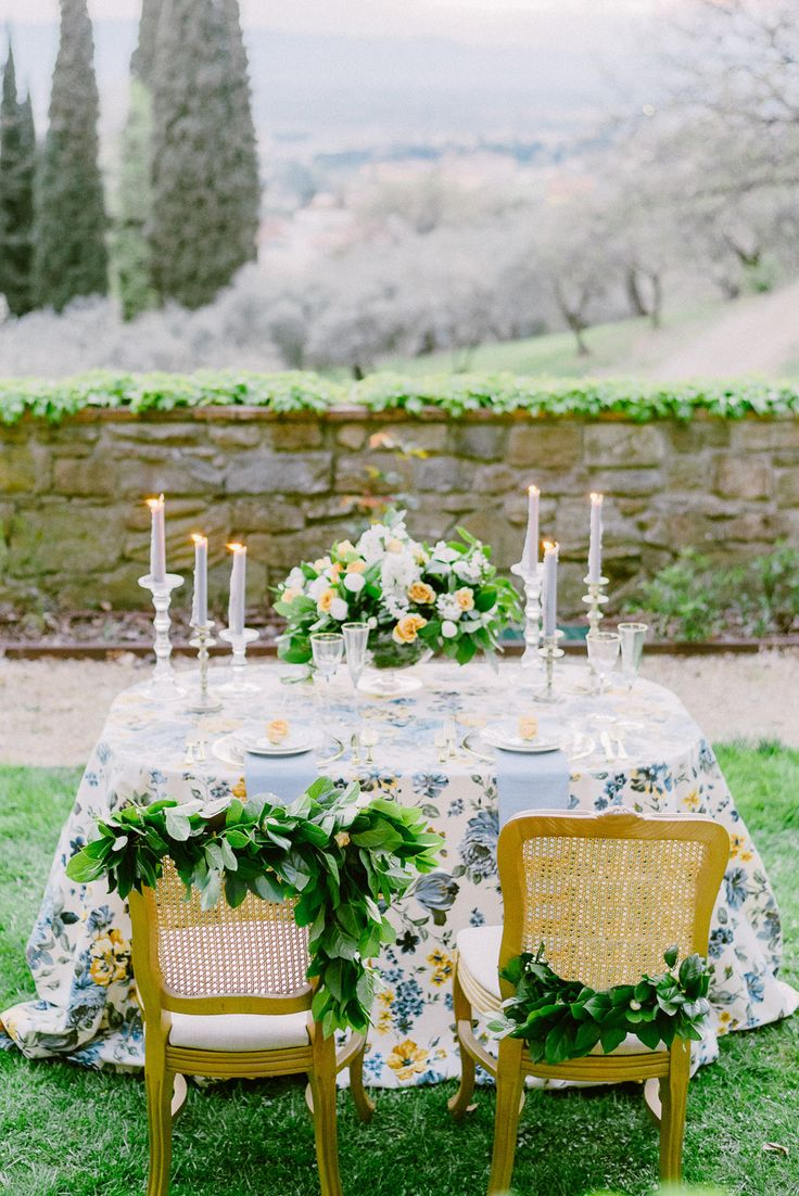 Yellow and blue wedding table: Photography: Elias Kordelakos - http://eliaskordelakos.com/
