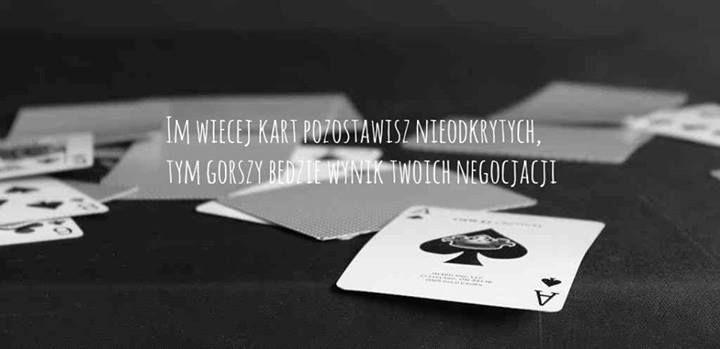 Im więcej kart pozostawisz nieodkrytych, tym gorszy będzie wynik twoich negocjacji.(photo by shikiro famu / flickr)