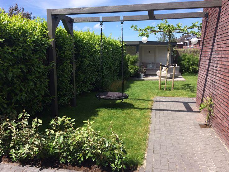 Tuin | pergola | schommel | nestschommel | overkapping | hout | gashaard | loungeset | steigerhout | dakplataan | lampionnetjes