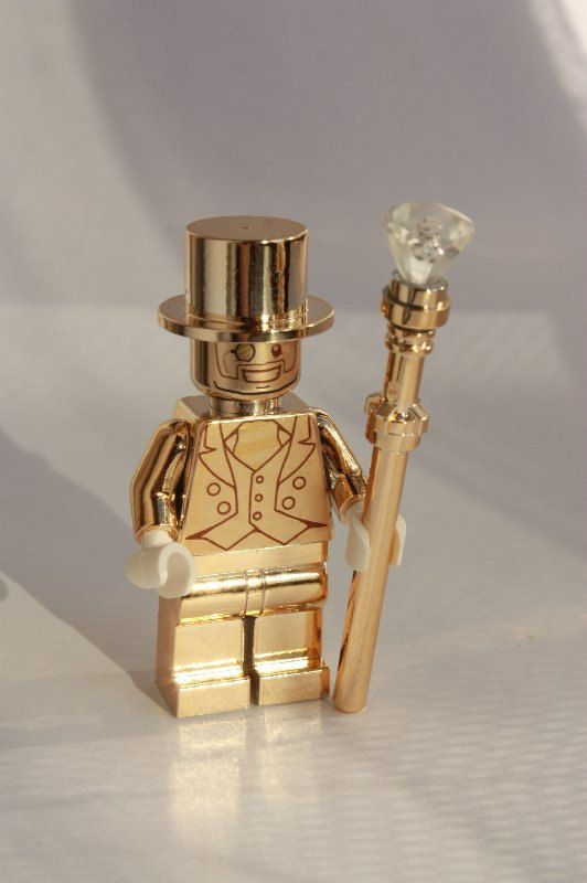 LEGO MR GOLD Custom Gold Chrome Minifigure with Matching Gold Chrome Staff and Hat. Sale now on be quick whilst stocks last.