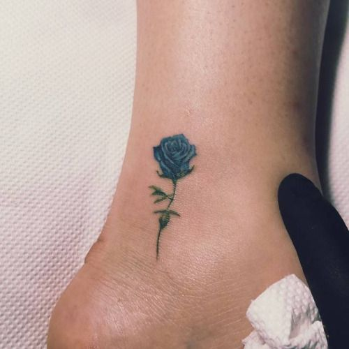 Blue rose tattoo on the ankle. Tattoo artist: Nando