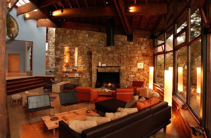 Para este emprendimiento tuvimos en cuenta las raíces regionales que inspiraron la arquitectura del Hotel Design Bariloche, un espacio cálido que despierta el instinto que nos une a la naturaleza.