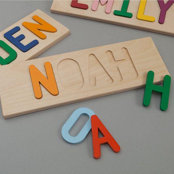 Puzzle bois nom  Votre tout-petit apprendre leur nom de manière simple et personnelle. Notre puzzle en bois est le moyen idéal pour apprendre