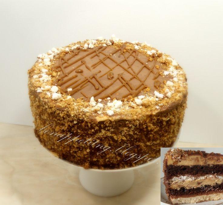 """""""snikers"""": ciasto kruche waniliowe, biszkopt czekoladowy (brownie), beza, ganasz z karmelem (dla dorosłych - z rumem), mus karmelowy z orzeszkami"""